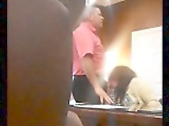 cámara oculta capta una señora madura cachonda chupando una verga