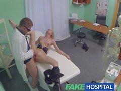 FakeHospital Sıcak sarışın dolu doktorları muamelesini alan