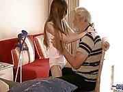 Vanhoja mies käytettyjen käytetään teini teini seksuaalinen hoitoa