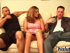 Raunchy gangbang-session med en slutty floozy