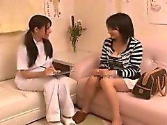 Tetona chica japonesa tiene una masajista precioso el cuidado de