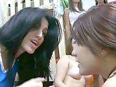 Des étudiants lesbien sorority Hazed en donnant à de BJ