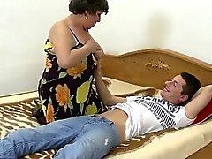 Домашнее видео вместе с зрелой мамой и нет Kelsi в 1fuckdatecom