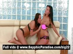Сногсшибательные брюнетка лесбиянки поцелуи и облизывание соски и имеющие лесбийский секс