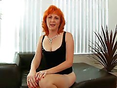 Redhead milf knullar hårig fitta