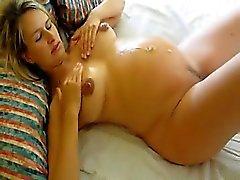Schwangere Frau fickt und bekommt cummed auf Bauch