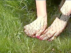 Amateure Kumpel gefangen Freien durch den Britisch CFNM Mädchen