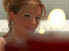 Milf Regina neuken harde pik in badkuip