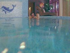 Relaxxxed - Superbe Babe tchèque Athina aime le sexe de la piscine et de sperme sur le cul