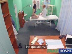 FakeHospital Zierlich Babe bringt doppelklicken Cumshot in privaten Krankenhaus