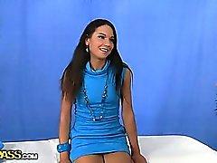Córnea Menina do russo da massagem corpo nu de