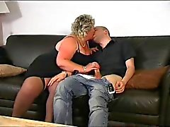 Blonde kypsä BBW rakastaa nuori munaa