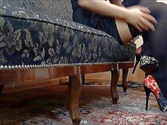 черно нейлоны и красные ботинки