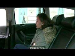 FakeTaxi arton Skicka gammal Samantha att suga taxi hanen