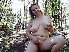 Nackte Hausfrau Im Freien