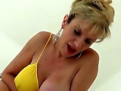 Unfaithful anglais milf gill ellis expose ses gros seins