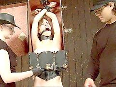 Slave misshandelt ein