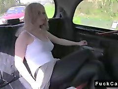 Blonde babe britannici scopare in falsi in taxi