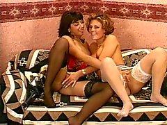 Brittiska mogna lesbiska i strumpor
