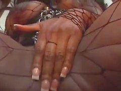 Il nero slut Iada indossare stivali , attrezzatura in lattice