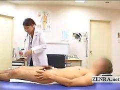 CFNM japonês Milf médico banha pacientes pênis duro