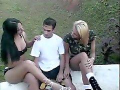 2 Транссексуалы играть с парнем