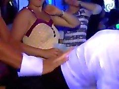 fuckfest parti sırasında ballar yönelik Pussy eden yaralanma
