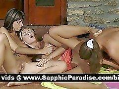 Stunning lesbianas rubias y triguenas de digitación y lamiendo el coño la orgía de lesbiana triple
