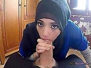 Söt Arab Penelope Cum Enjoys Blåsa enorm kuk