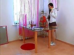 Aasian koulutyttö masturboi