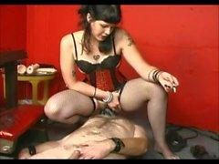 Mistress strapon ve facesitting