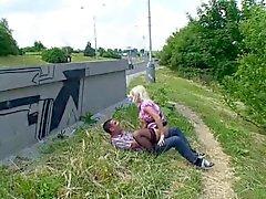 Blonde knulla offentligt Serbiska - Tyska