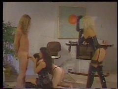 Due delle amanti sexy si ottiene 2 cazzetti degli schiavi