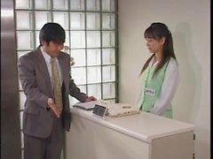 Sin söta den japanska ansikte får belagd i tjocka splooge hos ett en Bukkake shoot