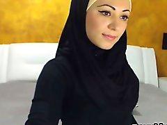 Wunderschöne arabischen Mädchen Streifen und masturbiert