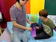 Эмо гей мальчик труба Twink мальчиком Kyler Мосс сюрпризов Майлз Гордыня