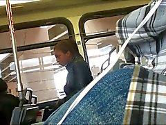 Mostrando meu protuberância no ônibus - Bulto Erecto en el Bus