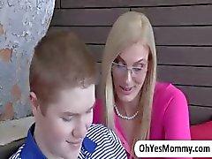 Blondi äitipuoli Darryl Hanah vastustamaton