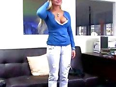 Adolescente del blonde en la CastingCouchX
