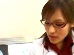Infirmière asiatique suçant avidité sexe des patients