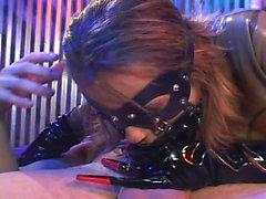 BDSM civciv onu popo dolması alır ve ağzına iki kez eşek gider