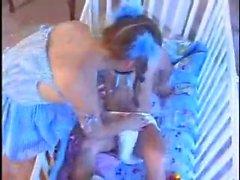 Jugendlichen Babysitterin nach Kleinst Funktion 2 durchgefickt