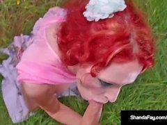Hot Housewife Shanda Fay, succhia il suo cazzo dell'uomo in una tempesta!