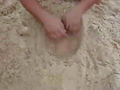 Kum gıdıklayan olarak gömülü