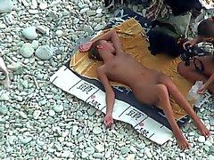 TheBeachWatch tredici Spiaggia Babe di nudisti teenager riproduzione il dildo anale