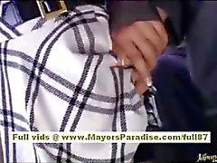 Nao Yoshizaki sexy Aziatische tiener op de bus