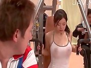 Hottie visas hennes bröst gymmet