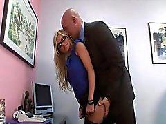 Frech Sekretärin bekommt die in ihrem Büro gerammt
