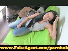 FakeAgent Dos muchachas haga que semen quiick