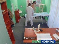 FakeHospital Seksi bir hasta onu yeni doktoruyla arkadan seviyor